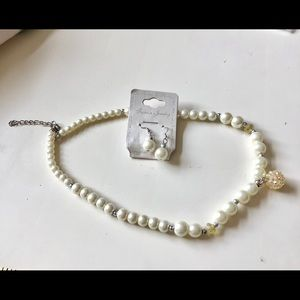 Variegated Pearl and crystal necklace